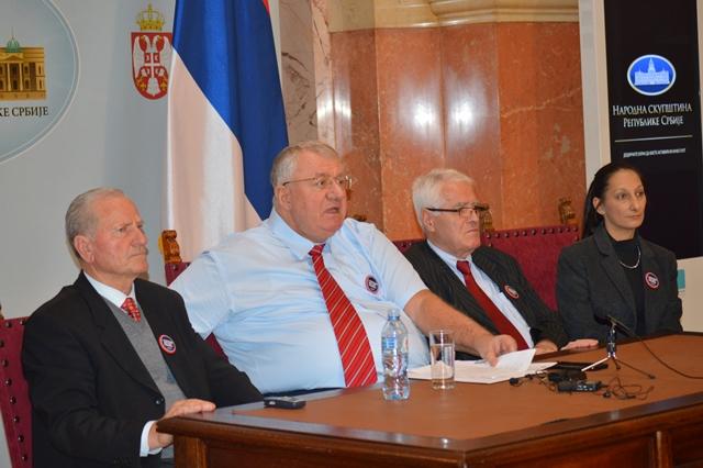 Др Шешељ: Зорана Михајловић умешана у аферу трговине нафтним дериватима