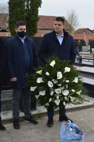 Radikali položili venac na grob male Milice