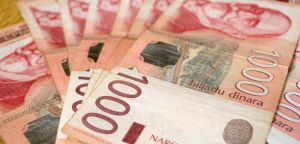 Najniže plate i penzije podići na 37.000 dinara
