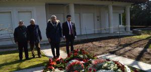 Делегација Српске радикалне странке посетила гроб Слободана Милошевића