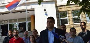 Шешељ: Скандалозно је што српско правосуђе учествује у конструкту геноцида у Сребреници!