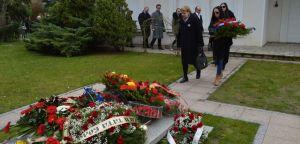 Радикали посетили гроб Слободана Милошевића