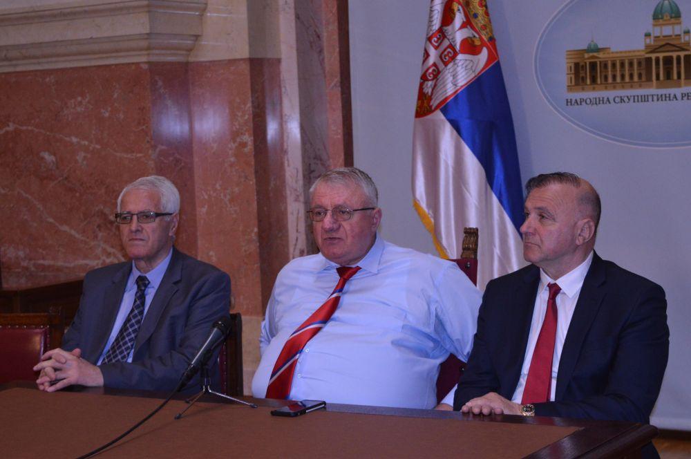 Др Шешељ: Србија je морала да осуди напад на Сирију