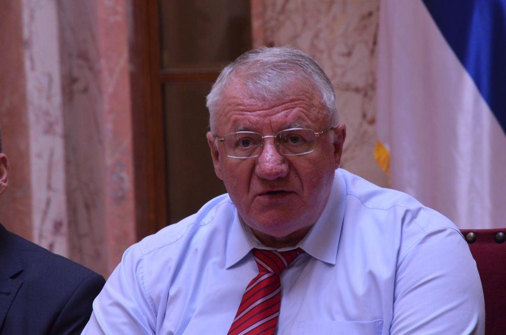 Др Шешељ: Заоштрити односе са Црном Гором и предузети контра мере