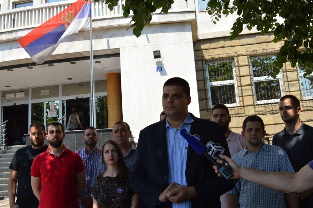 Šešelj: Skandalozno je što srpsko pravosuđe učestvuje u konstruktu genocida u Srebrenici!