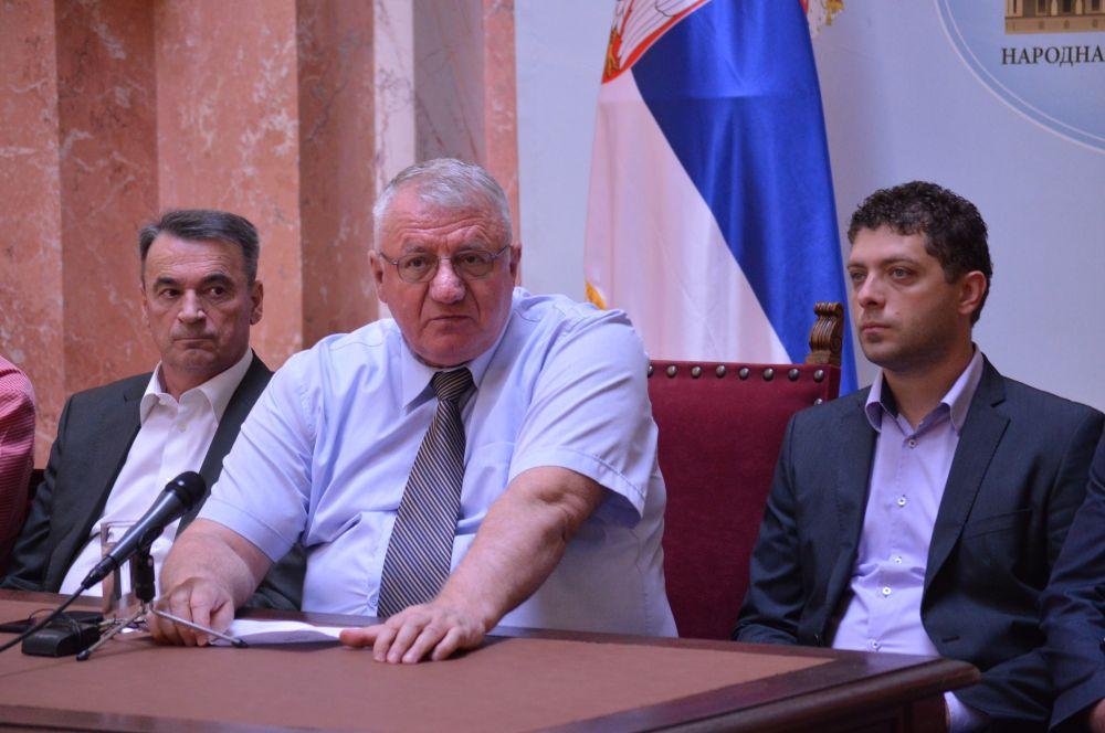 Др Шeшeљ тражи смeну прeдсeдника Одбора за eвропскe интeграцијe Нeнада Чанка
