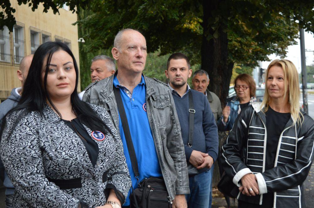 Podrška optuženima za ratni zločin u selu Kravica ispred Specijalnog suda za ratne zločine
