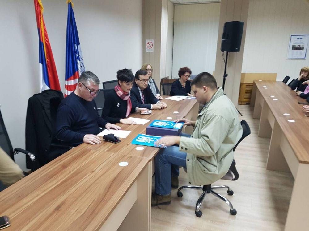 Српски радикали предали изборну листу за град Београд!
