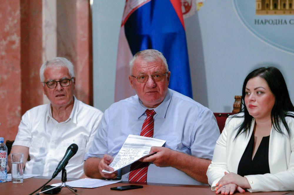 Др Шешељ: Ђинђић 2002. године предао Карли дел Понте поверљива документа о рату на Косову