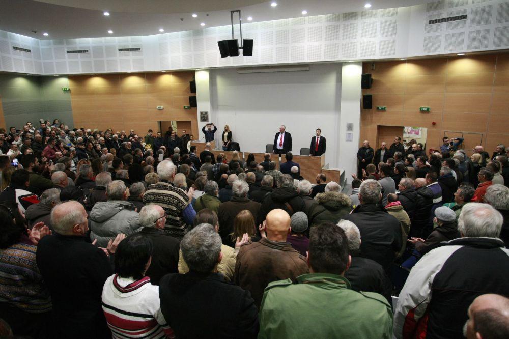 Dr Šešelj: Unećemo stabilnost i odgovornost u vlast, naši kadrovi su pošteni i sposobni!