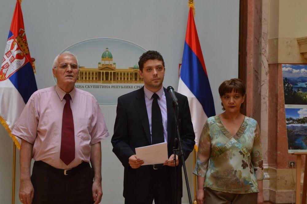 Skupštinska većina nastavlja dodvoravanje neprijateljima Srbije!